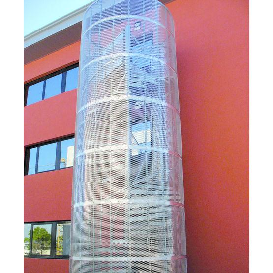 Escalier m tallique avec cage barreaud e ou en panneaux - Cage d escalier exterieur ...