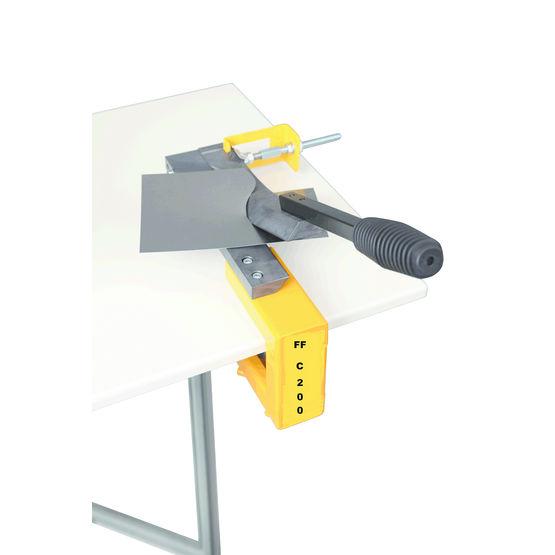 Consulter sur Batiproduits le détail : Cisaille pour coupes droites ou arrondies