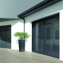 volet roulant lectrique ou nergie solaire pour fen tre de toit velux. Black Bedroom Furniture Sets. Home Design Ideas