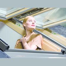 fen tre de toit ouverture par rotation produits du btp. Black Bedroom Furniture Sets. Home Design Ideas