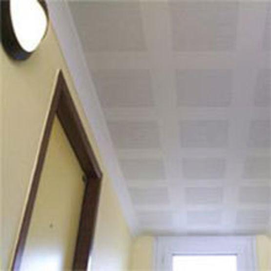 Plafond suspendu sur ossature en plaques de pl tre perfor es knauf - Plaque plafond suspendu ...