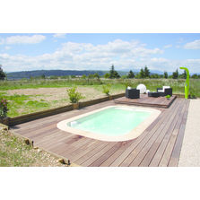 Piscine-spa à couverture escamotable en bois composite