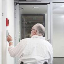 Automatismes, mécanismes, ferme-portes et motorisations de fenêtres pou PMR | Solutions PMR